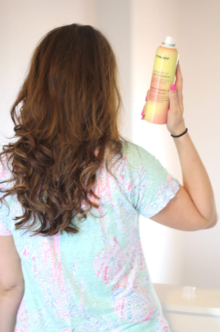 How to Correctly Use Dry Shampoo to Extend Your Hairstyle