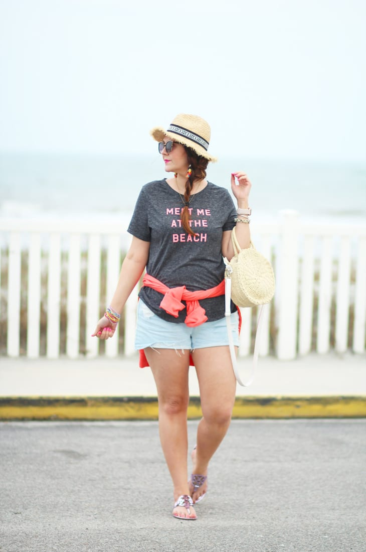Meet me at the beach travel outfit